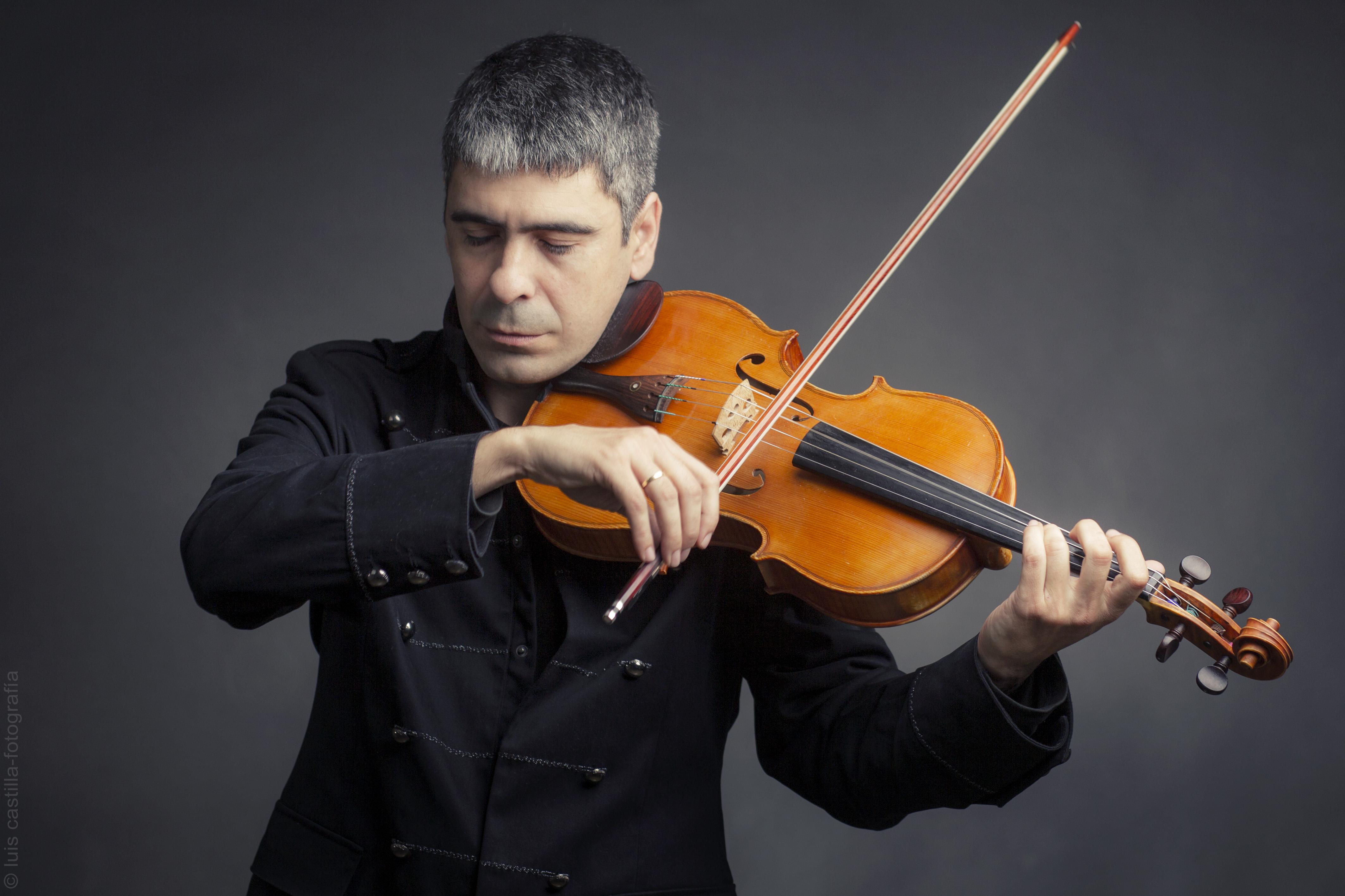 Alejandro Garrido viola