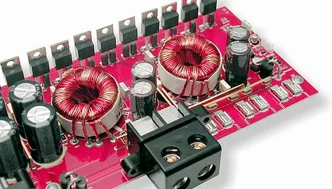 """Gli F4 sono amplificatori completi, ricchi di dispositivi utili a gestire le tipologie d'impianto più sofisticate. Strutturati in due sezioni, dispongono di ingressi separati da impiegare in modo unificato o indipendente, ogni sezione è corredata di crossovers elettronici ultraflessibili, capaci di interpretare le esigenze di configurazione sia nei sistemi multivia che in quelli multiamplificati. I tre modelli, differenti per potenza, sono tutti utilizzabili in mono, a ponte; le ventole integrate concorrono ad aumentare le performance che nell' F4 600 si esprimono in oltre 1200 Watt… tanta energia per chi ha """"cattive intenzioni!"""""""
