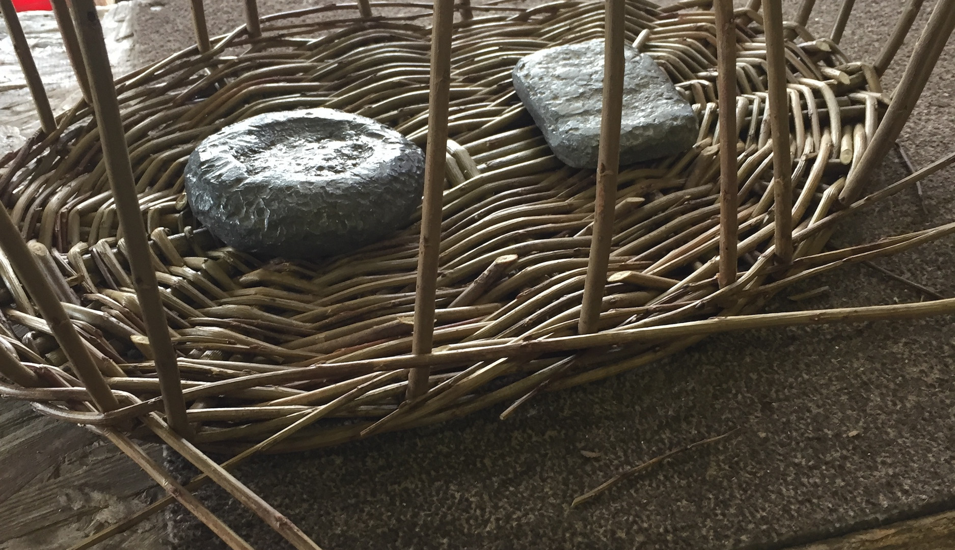 Upsett spokes and weight basket so it stays in place