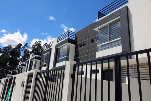 Casas con patio y terraza
