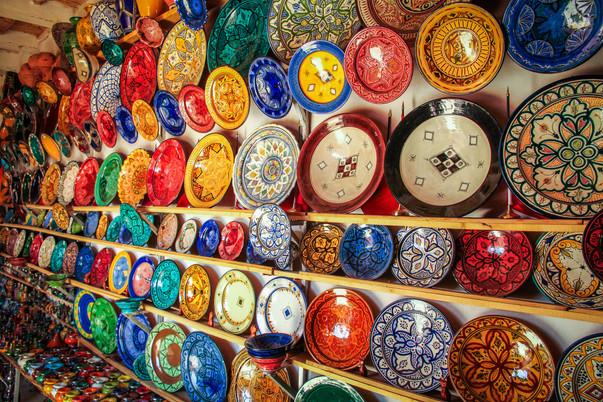 colourful-plates-on-sale-PJ8NJEP.jpg