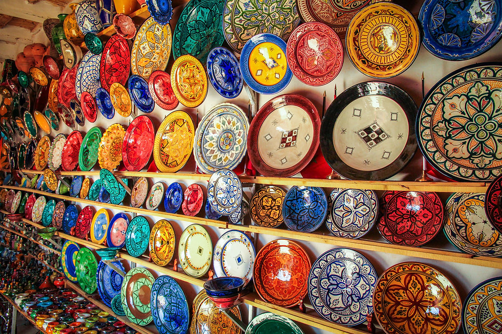 colourful-plates-on-sale-PJ8NJEP.jpg