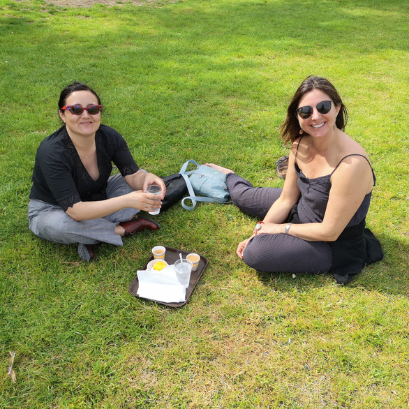 Picnic with Chilean tourists in Chambord