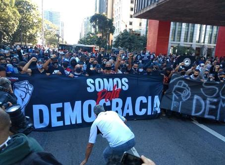 A luta pela democracia começa nas torcidas