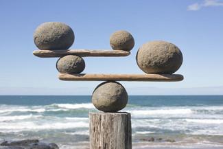 על איזון וחלומות אחרים