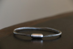 Cable snare Bangle