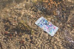 kaboompics.com_iPhone 6 plus in the water