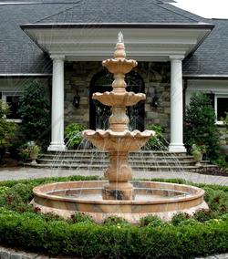 Мраморный фонтан в итальянском стиле