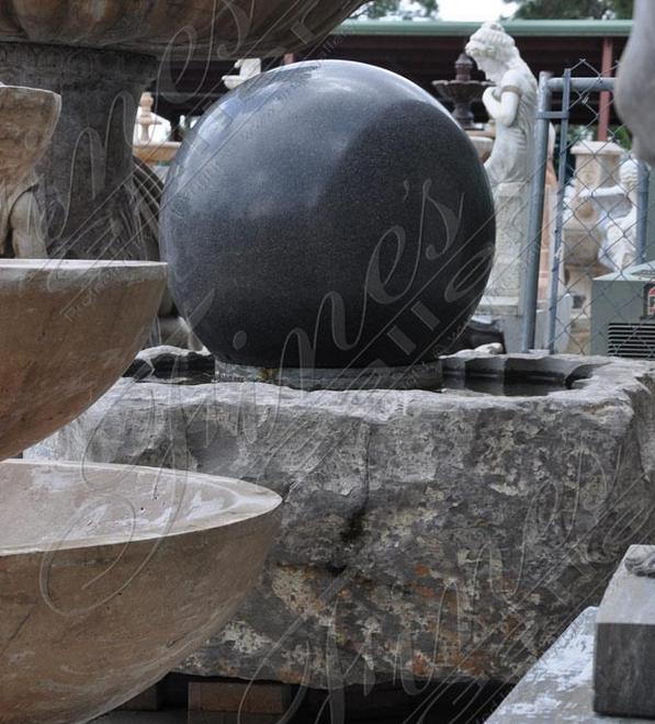 Современный фонтан-сфера из гранита