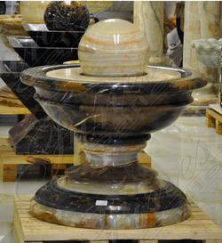 Фонтан «Чаша» из оникса и мрамора