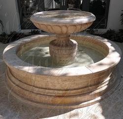 Садовый фонтан из травертина