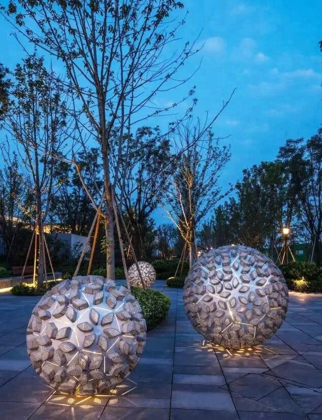 """Скульптура из стали  """"Полая орнаментированная сфера JOLIN"""" для декора экстерьера"""