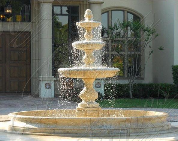 Трехуровневый фонтан из травертина
