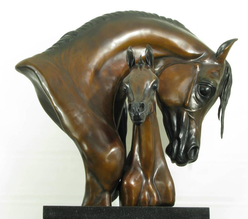 Скульптурная композиция  из бронзы «Голова лошади и жеребенка»