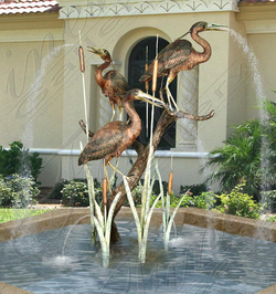 Скульптурный фонтан из бронзы «Большие голубые цапли»