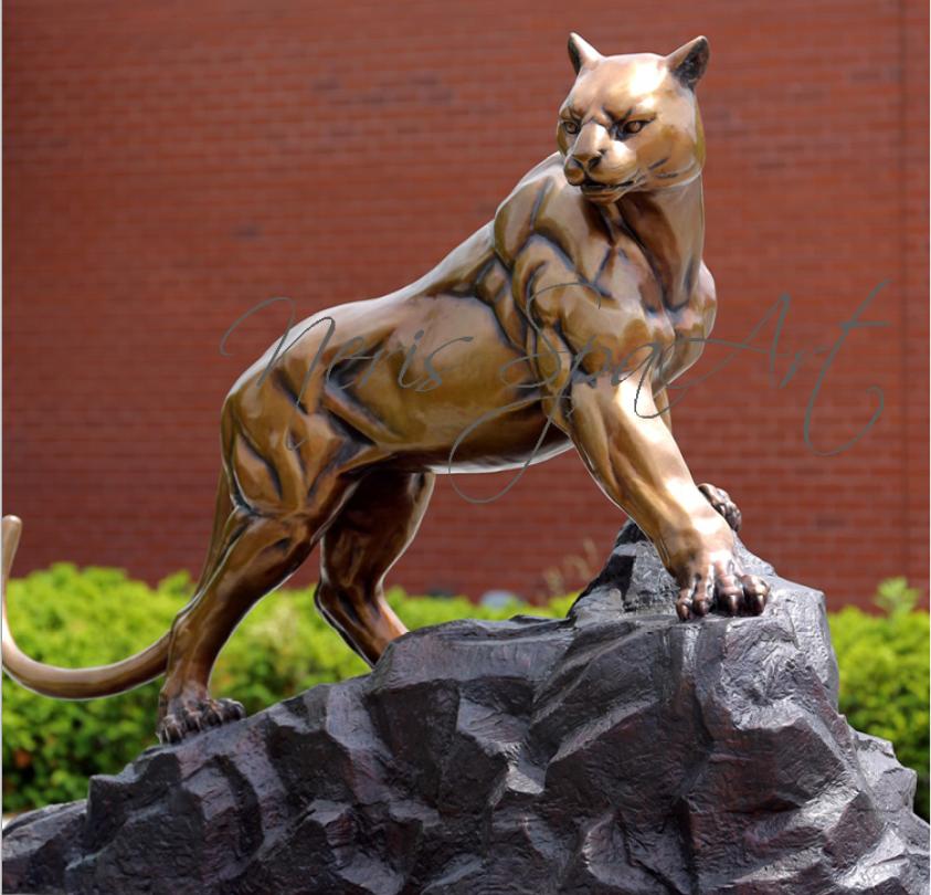 Бронзовая статуя пантеры