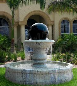Двухцветный фонтан –сфера из мрамора
