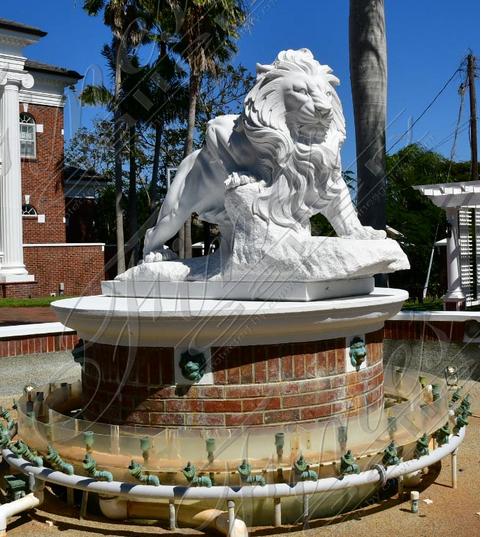 Cкульптура льва из белого мрамора для водного декора
