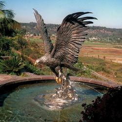 Скульптурный фонтан «Орел»