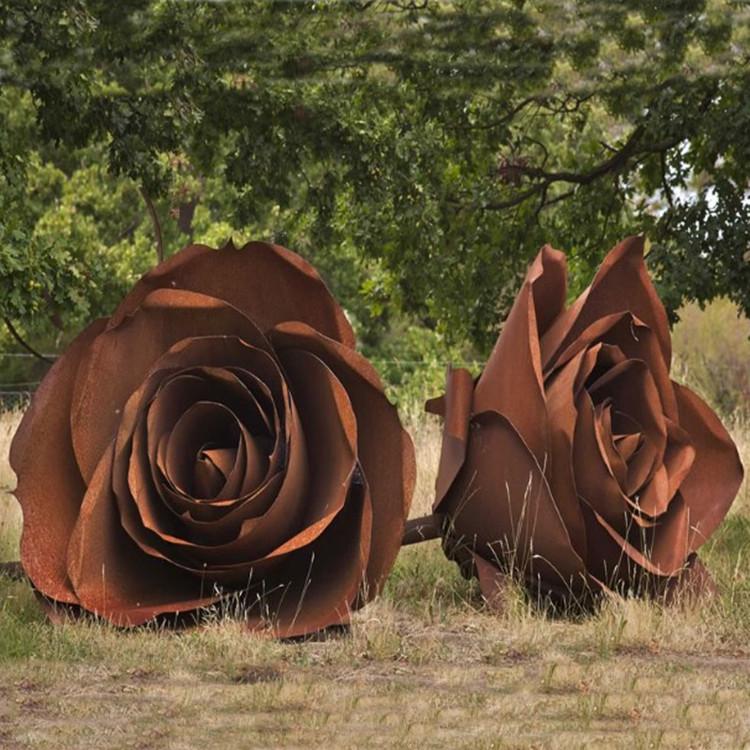 Декоративная роза из кортен- стали для водного декора