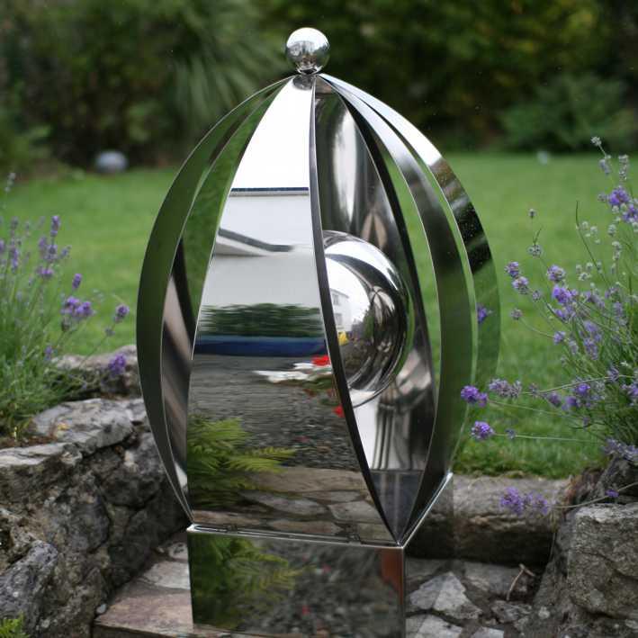 Скульптура «РАСПУСКАЮЩИЙСЯ ЦВЕТОК» из нержавеющей стали для декора сада