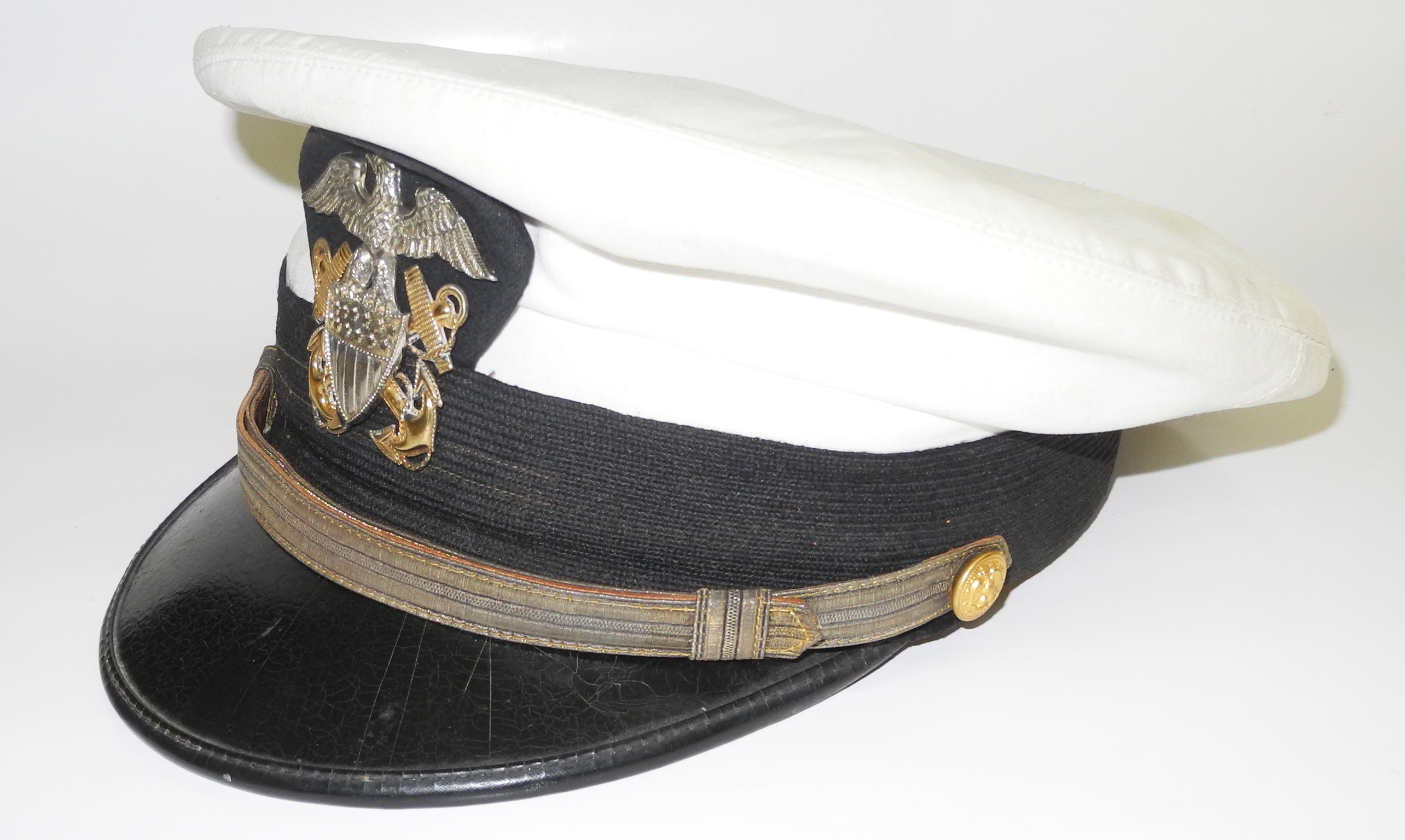 WWII US Navy officer's cap with superb badge