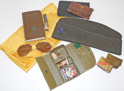 AAF Suitcase and scrapbook / uniform and insignia grouping to a navigator / bombardier Warrant Offic