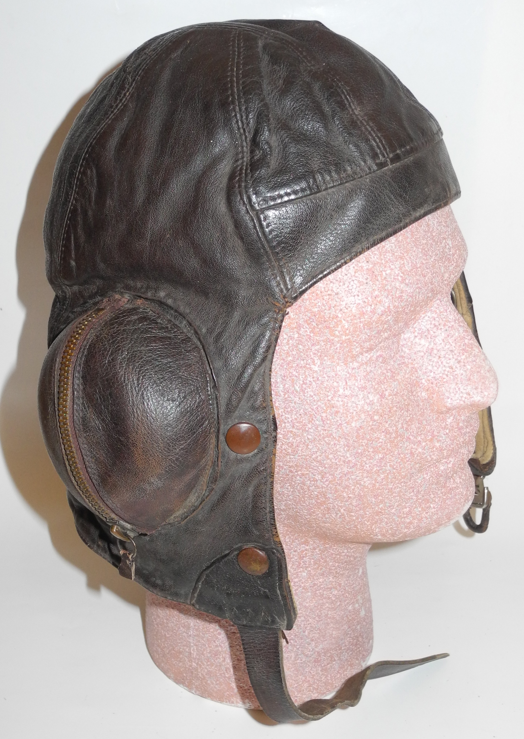 Early unlabeled Type B helmet