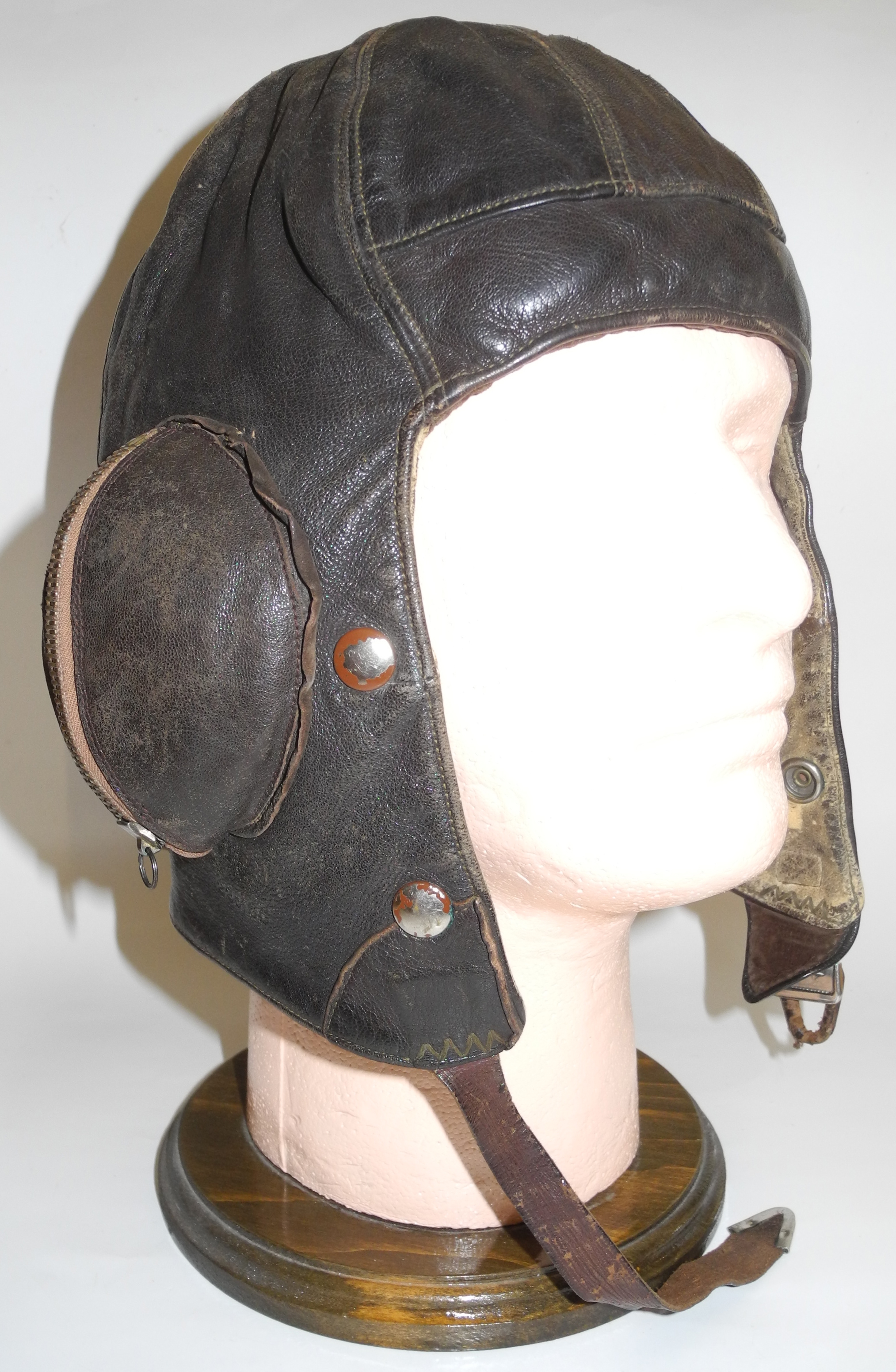 1939 dated Size 4 Type B helmet