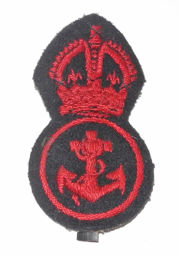 WWII RN PO cap badge