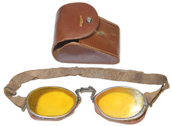 Luxor 12 goggles with leather case