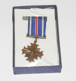 WWII era USAAF Distinguished Flying Cross miniature medal in box