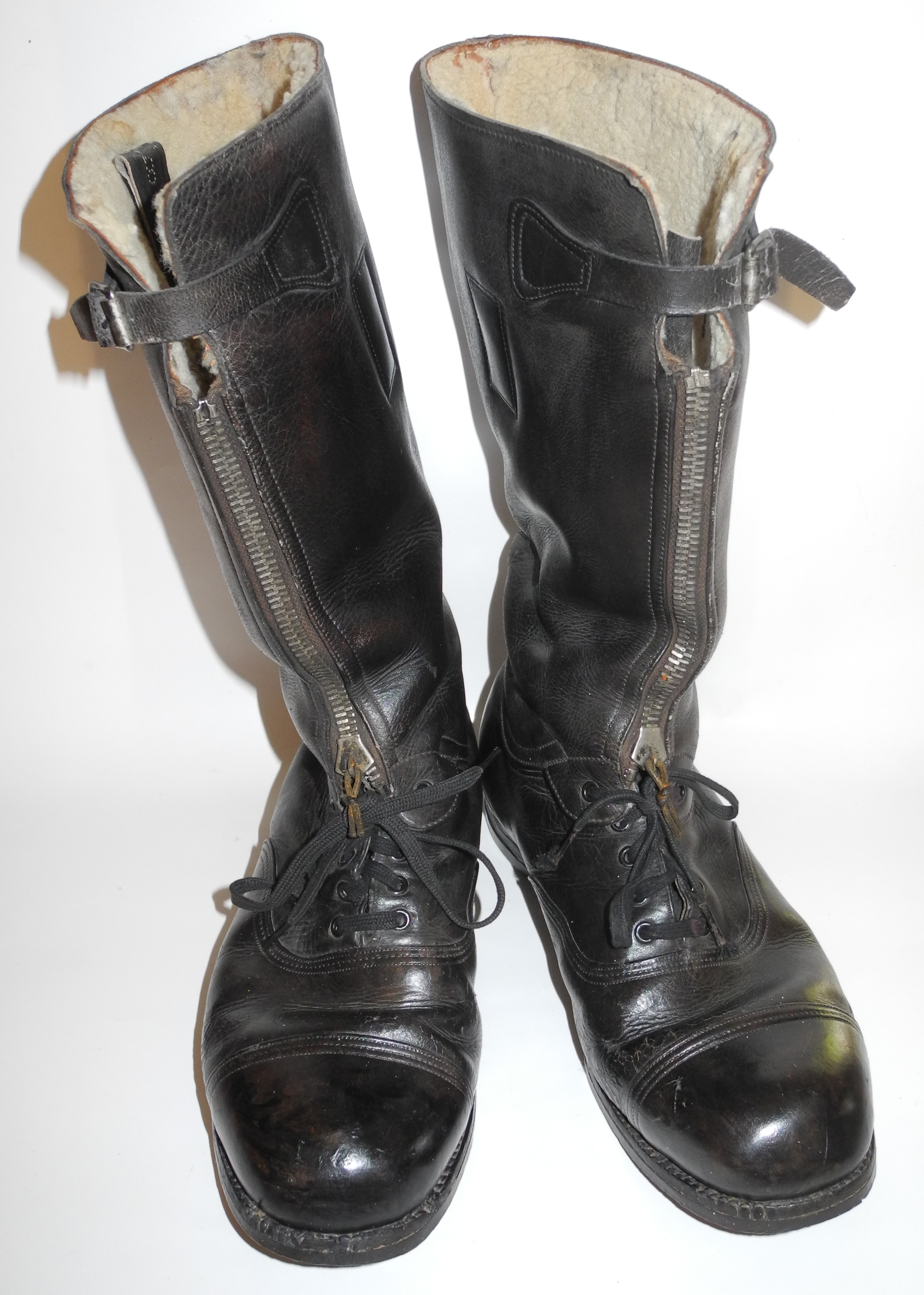 "RAF escape boots, first type ""Nuffield"""