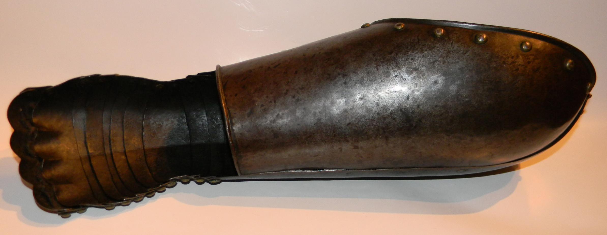 C1600 armour gauntlet