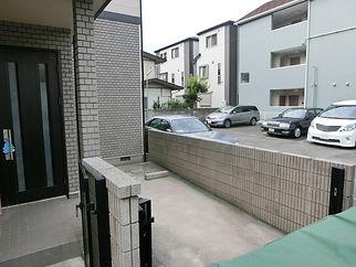 アルミ製駐車場屋根【施工前】