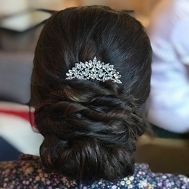 Elegant up-do with a touch of sparkle ✨_