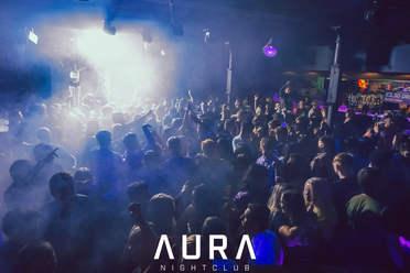 Aura crowd.jpg