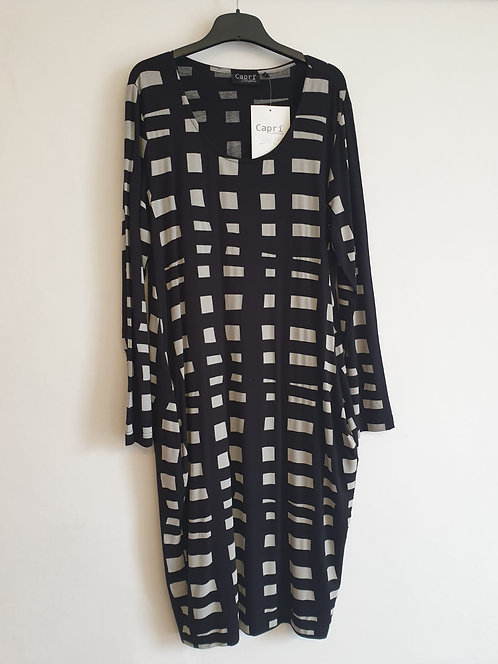 Capri black print dress