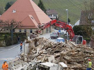 la demolición de viviendas
