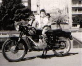 en moto chico.jpg