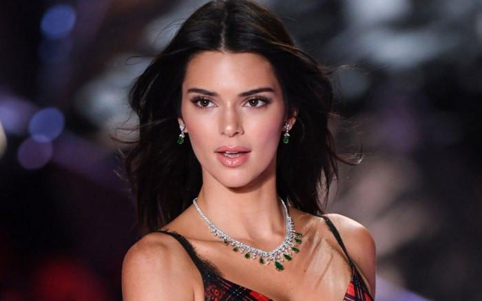 E! NEWS TONIGHT: Sneak Peek: Kendall Jenner Has Baby Fever?!