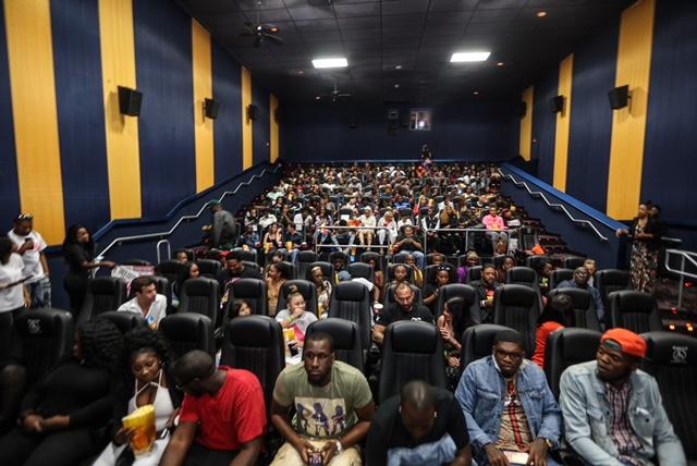 Game night movie screening South Beach photos by Thaddaeus McAdams - ExclusiveAccess.Net (39 of 50)