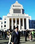 田中ひでゆき国会議事堂前にて