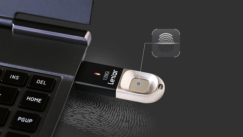 Lexar JumpDrive Fingerprint F35: USB 3.0 bảo mật dữ liệu bằng vân tay.