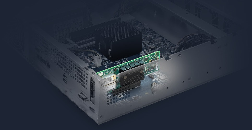 Cổng LAN Gigabit trên RS2418+/RS2418RP+ có thể được mở rộng thêm bằng card mạng 10 GbE tốc độ cao thông qua khe cắm PCIe 3.0