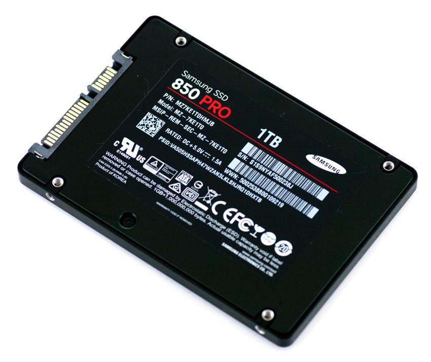 SSD Samsung 850 Pro (mặt sau).