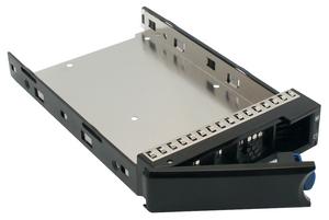 Bốn khay hotswap trong RocketStor 6114V hỗ trợ thay nóng bất kỳ ổ cứng hoặc SSD nào (kích cỡ 2.5 inch hoặc 3.5 inch).