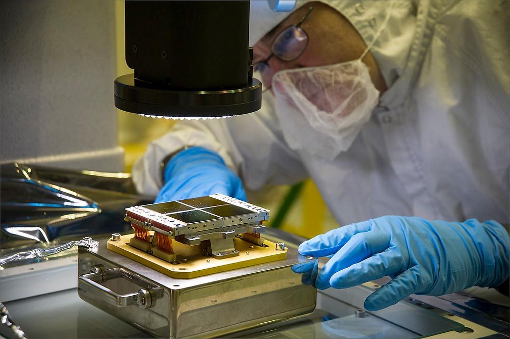 Đối với các ổ cứng bị hỏng nặng, tốt nhất là bạn nên để việc cứu dữ liệu cho các chuyên gia, do nó thường đòi hỏi phải tháo rời ổ đĩa.