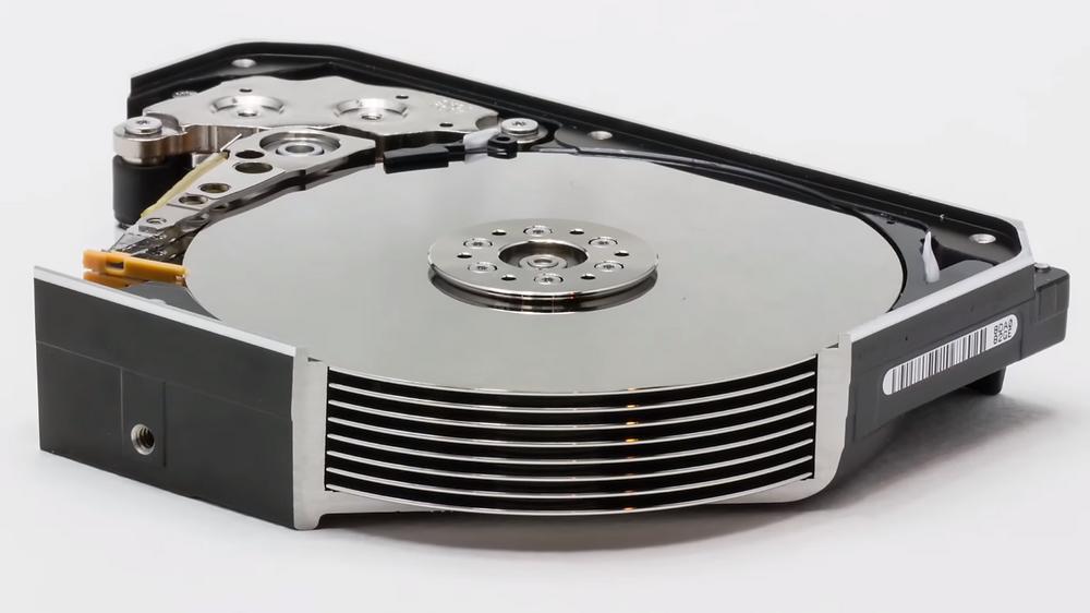 Ổ cứng doanh nghiệp Ultrastar He12 có thiết kế 8 đĩa từ đầu tiên trong ngành công nghiệp.
