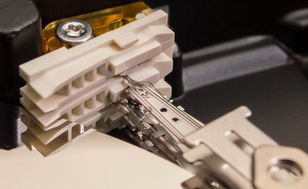 Nhiều HDD hiện đại áp dụng công nghệ đỗ bên ngoài đĩa từ, trên một cơ cấu đỗ riêng biệt.